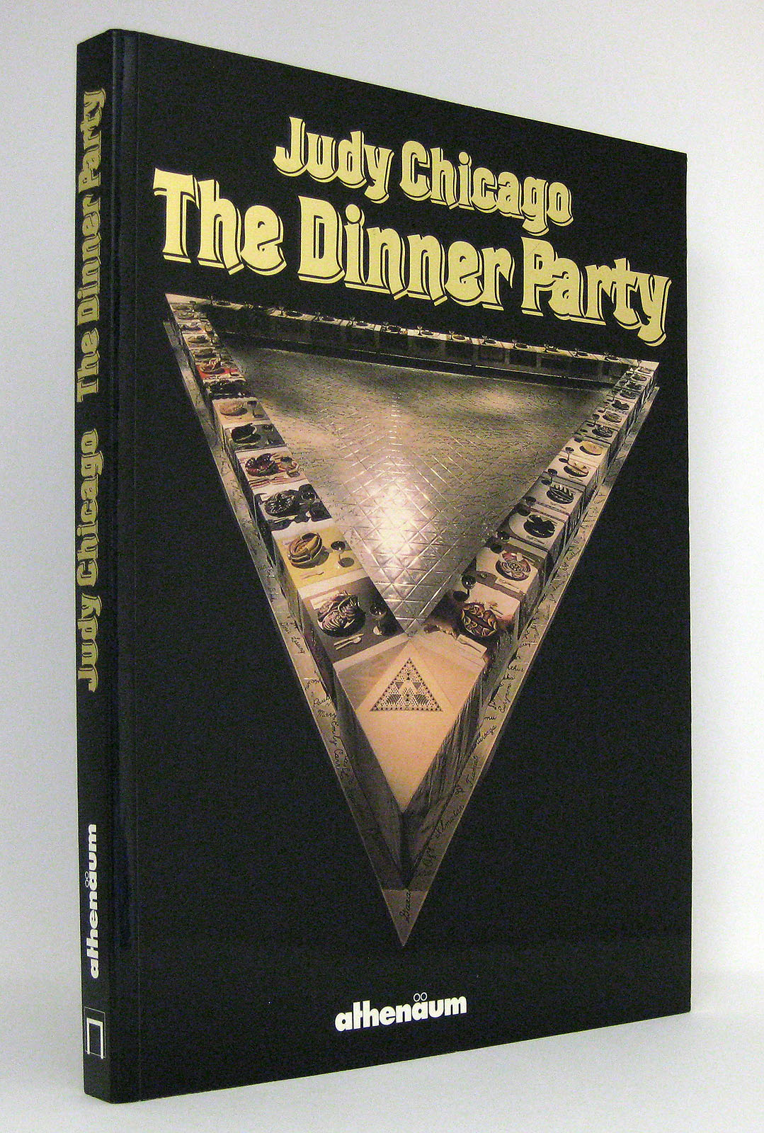 Judy Chicago - The Dinner Party : Katalog zur gleichnamigen Ausstellung in der Schirn Kunsthalle Frankfurt vom 1. Mai bis 21. Juni 1987 - Chicago, Judy [Illustrationen] Vitali, Christoph [Hg.]